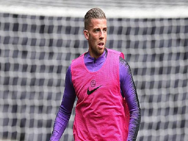 Juventus kích hoạt điều khoản mua lại của Alderweireld