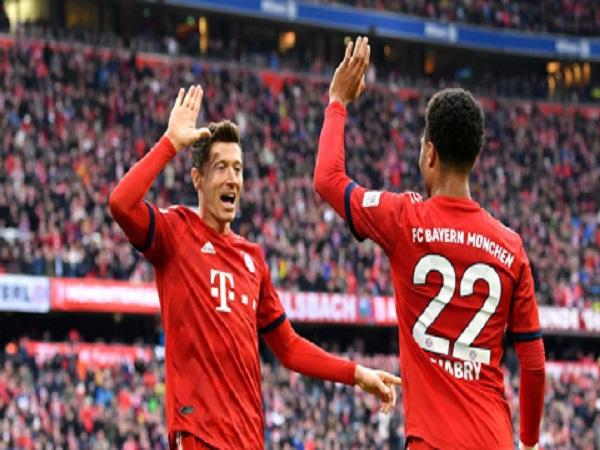 Bayern chiếm ngôi đầu Dortmund