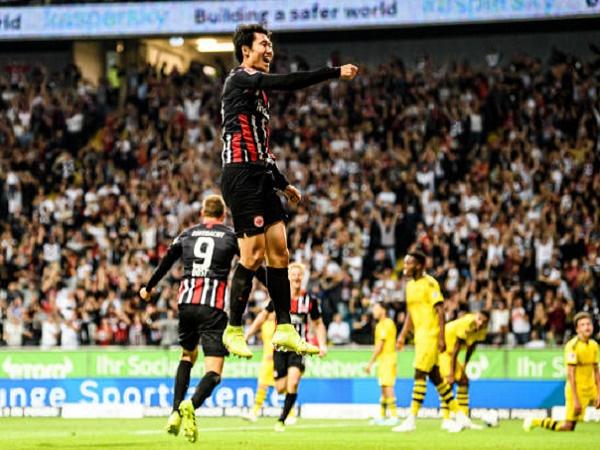 Bị Frankfurt cầm hòa, Dortmund vẫn chen chân vào Top 3